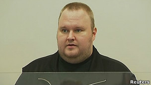 120124004223_kim_dotcom_megaupload_arrested_304x171_reuters