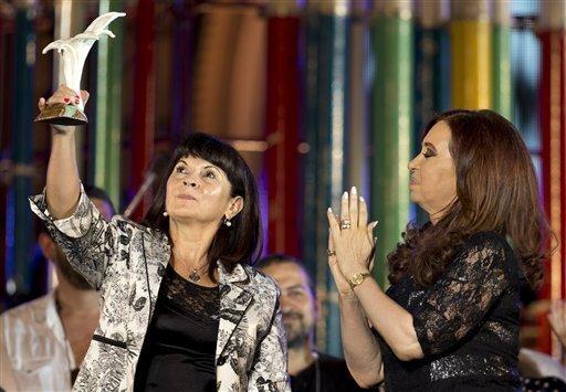 Fue una emoción muy grande y un orgullo que Cristina me entregara esta distinción - Susana Trimarco -2-