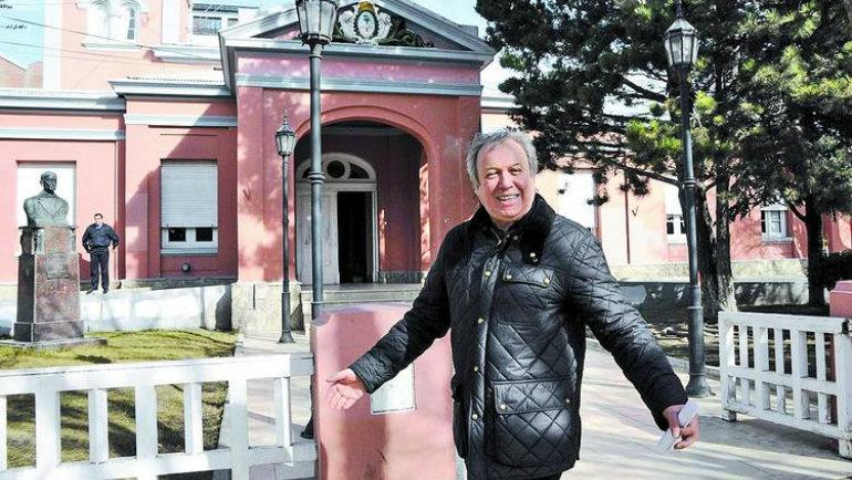 Sonriente-gobernador-Peralta-Rio-Gallegosopi_CLAIMA20120908_0111_14