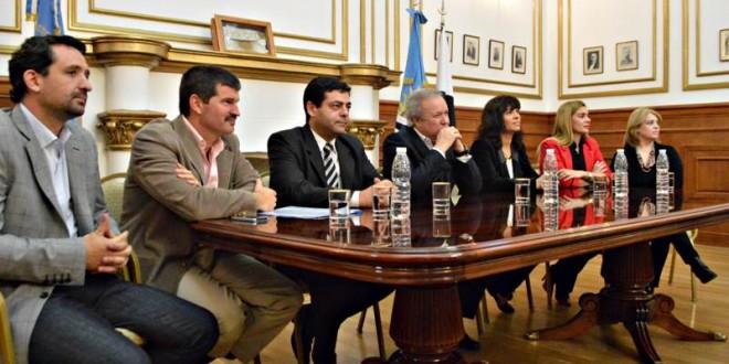 Pese a las negativas de Peralta, hay vientos de cambio en el gabinete provincial.