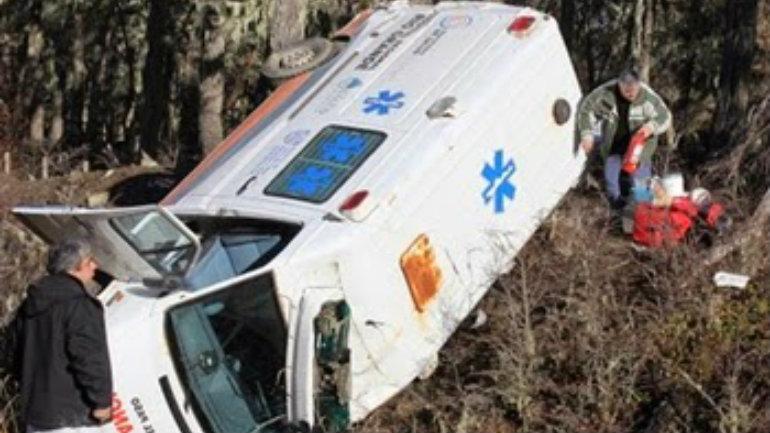 ambulancia-vuelco-ruta-3-Cronicas-Fueguinas1