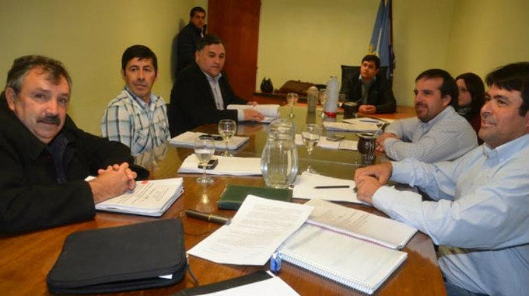 El cuerpo de concejales mantuvo ayer un plenario para comenzar a analizar las denuncias que pueden derivar en un pedido de remoción del intendente Córdoba.