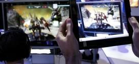 Las tabletas y teléfonos móviles se pueden convertir en herramientas útiles tanto para ampliar las funciones de un videojuego como para contar con información adicional de una partida. Foto: Reuters