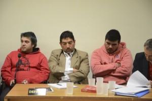 Leandro Masquelet y Jorge Herrera durante la audiencia de ayer. Al medio de ellos, Alejandro Fuentes, abogado defensor de Herrera.