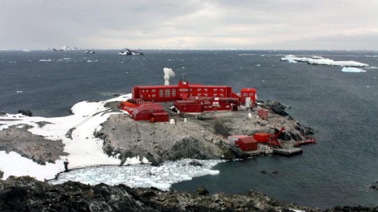 Base Antartica Bernardo O´Higgins junto a su dotación reciben a los cientificos que realizarán sus actividades en las cercanias de la Base