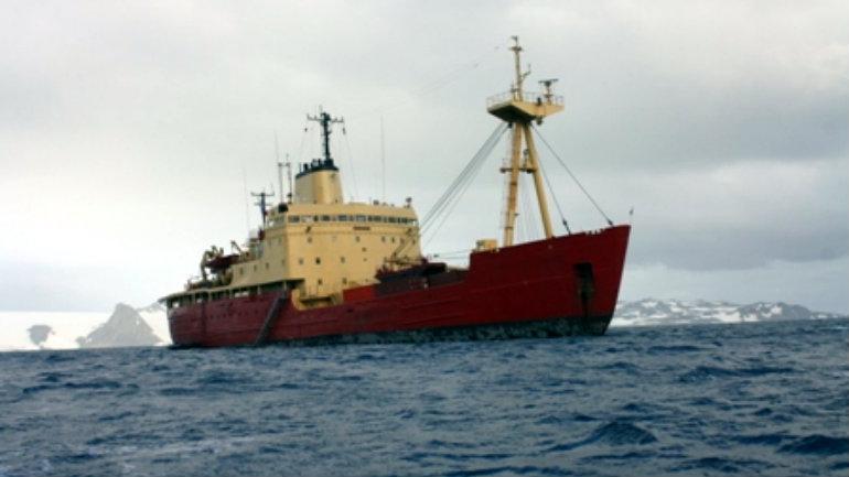 Transporte máritimo dispuesto por el DAE realizado normalmente por el Buque Almirante Oscar Vieldes desde bahia Fildes, base Antártica Eduardo Frei en dirección hacia la Base Bernardo O´Higgins.