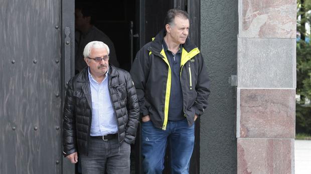 Osvaldo Sanfelice y Cristóbal López salen de visitar el mausoleo de Néstor Kirchner