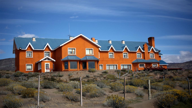 Hotel Las Dunas: está ubicado en las afueras de la localidad de El Calafate y desde 2009 lo gerencia Valle Mitre. En 2013 se descubrió que era de los Kirchner.