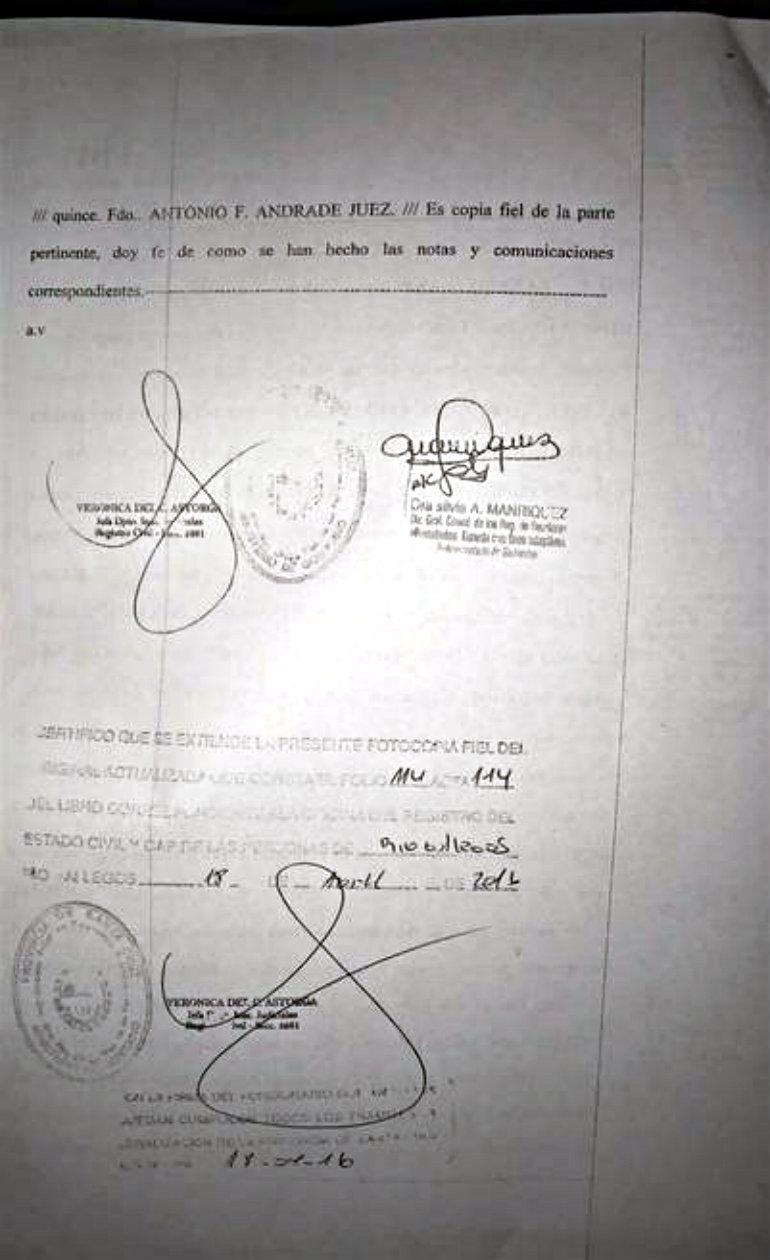 acta-divorcio-Lazaro-Baez_CLAIMA20160530_0037_17