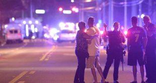 Varios móviles policiales fueron hasta la discoteca de Orlando donde ocurrió el hecho (AP)