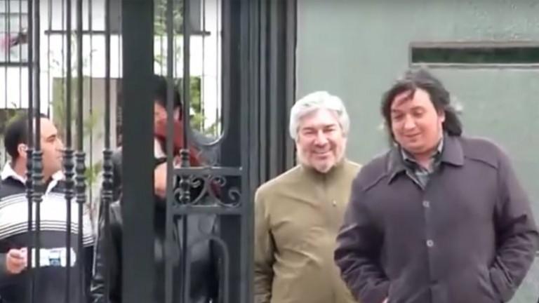 Lázaro Báez, el empresario que está preso por lavado de dinero y al que le encontraron propiedades por 700 millones de pesos, saliendo junto a Cristina y Máximo Kirchner del Mausoleo de Néstor Kirchner, en Río Gallegos.