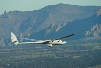 El planeador de la misión Perlan II volando sobre Oregon (Estados Unidos) en 2015. EFE / Airbus.